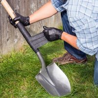 lifestyle_4inch_shovel_during_fiberfix-jpg
